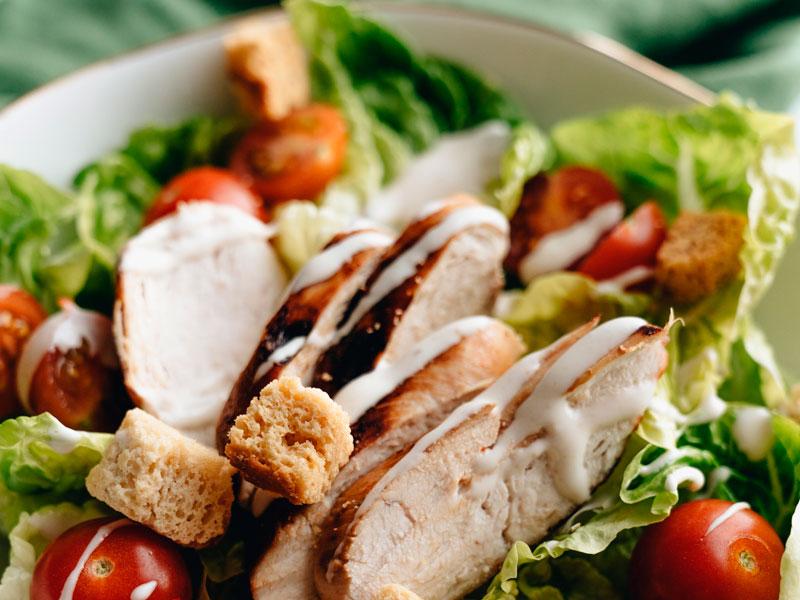 Receta de ensalada César con pollo - Carnicería Félix Gonzalo