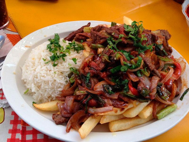 Receta de lomo saltado peruano - Carnicería Félix Gonzalo
